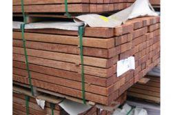 Bangkirai Unterkonstruktion, (KD-Premium), 45 x 70 mm, 2-seitig fein geriffelt, 3,05 / 3,96 m lang